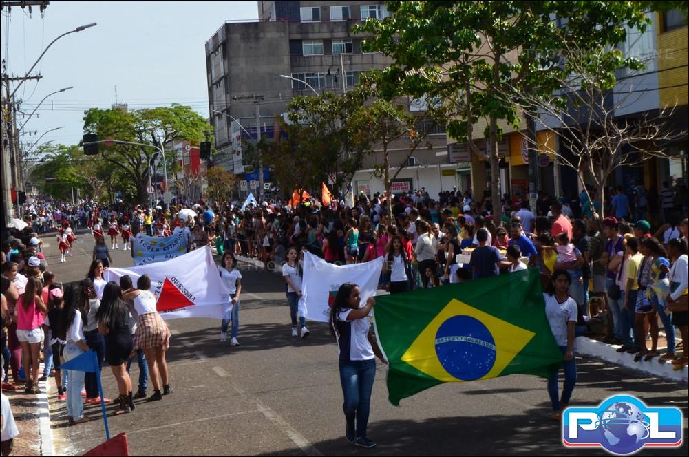 Desfile c vico estudantil de 7 de setembro abordou o tema for Mural 7 de setembro