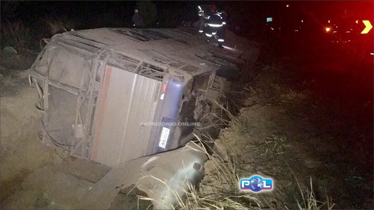 Acidente grave com ônibus deixa mortos e feridos em rodovia de MG