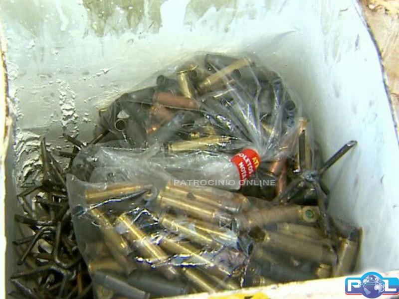 Bandidos fortemente armados assaltam empresa em Uberaba, vídeo mostra o tiroteio